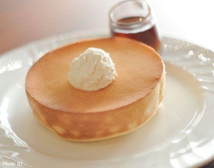 Fluffy pancake souffle at Hoshino Coffee
