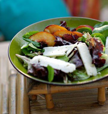 Salade de nectarine jaune au pecorino, la recette d'Ôdélices : retrouvez les ingrédients, la préparation, des recettes similaires et des photos qui donnent envie !