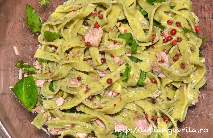 Wild garlic pasta & tuna salad / Salată de paste cu leurdă și ton