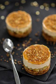 Dessert pommes et mousse de caramel sur pain d'épices Mignardise de noël