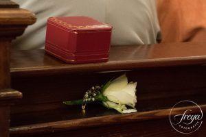 De bruidsjonker had het al snel opgegeven met zijn corsage ... http://www.trouwfotografiefreya.nl/tips/de-perfecte-corsage/