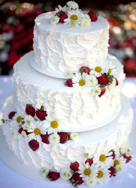 Summer Strawberry Wedding Cake I LOVE decorating my cakes with fresh flowers and greenery!