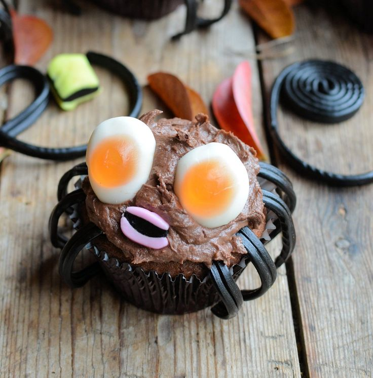 How to Make Scary Spider Cupcakes