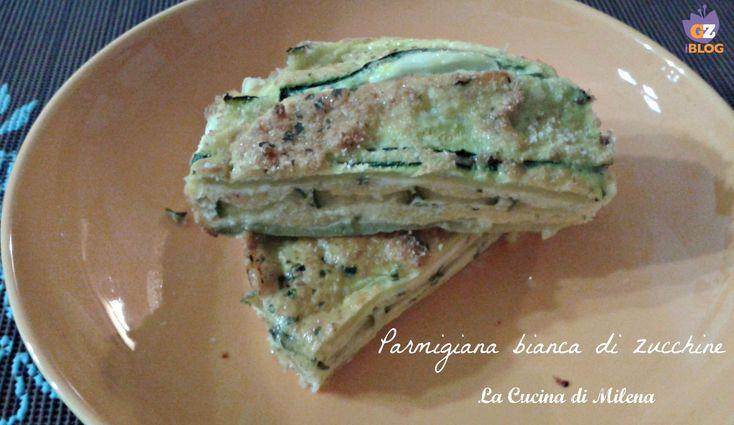 La parmigiana bianca di zucchine è un secondo o piatto unico,ricco e saporito che piace a vegetariani e non. http://blog.giallozafferano.it/lacucinadimilena/parmigiana-bianca-zucchine/