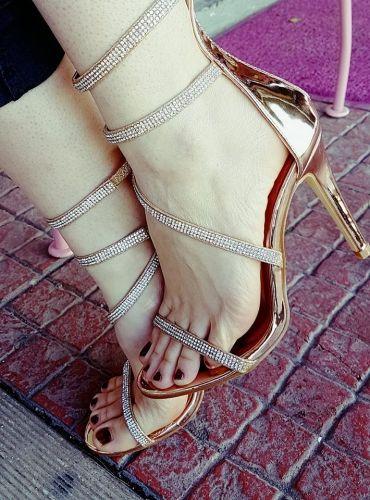 Γυναικείο πέδιλο με τακούνι και strass  http://handmadecollectionqueens.com/γυναικειο-πεδιλο-με-τακουνι-1  #fashion #sandal #heel #women #storiesforqueens #footwear #woman #υποδηματα #σανδαλι #μοδα #γυναικα #τακουνι