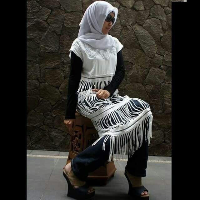 Nely afifi in casual weat, city wear, denim, http:// nelyafifi.com