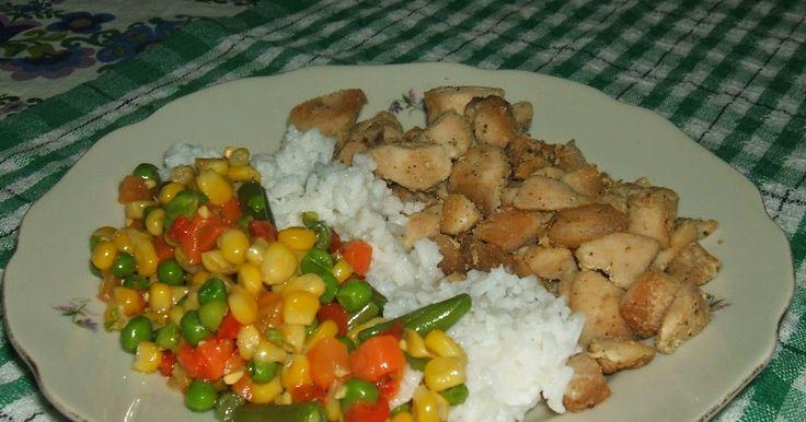 Hozzávalók:   1 csirkemell,  1 tasak mexikói zöldség (450g)  1 bögre rizs,  só, bors,  olíva olaj,  majoránna.    A csirkemellet kics...