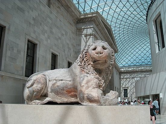 London England.A marble lion from the ancient Greek city of Knidos on the coast of Asia Minor, the Turks seek to be reimbursed by the British Museum, with a statue of the goddess Dimitras.Ta two sculptures were removed from the area over 150 years ago by British officials and archaeologist Charles Niouton.To eight tonnes lion statue crafted in monolithic Pentelic marble with three meters long and 1.80 high at the entrance of the British Museum