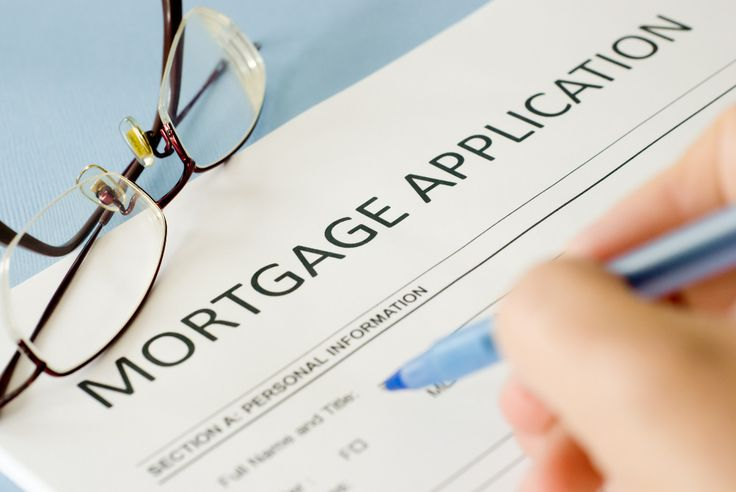 Mortgage applications post first decline in 4 weeks. Refinancing applications were down as well.