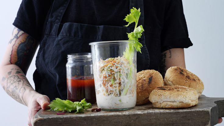 Nem opskrift på en klassisk coleslaw som Brødrene Price laver den. Coleslaw'en er helt fantastisk i en burger med pulled pork.
