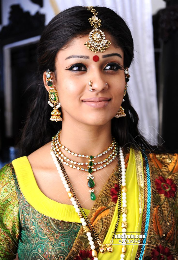 nayanatara in saree n jewellary