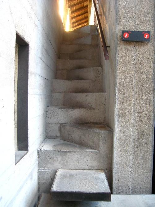 Escalier pas d cal s b ton castelvecchio carlos scarpa escaliers - Escalier a pas decales ...