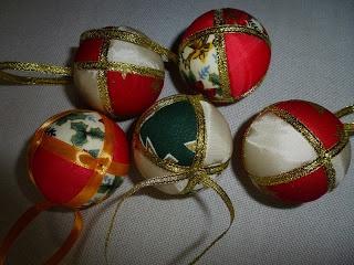 Böbe Morzsák-december-karácsonyi gömb