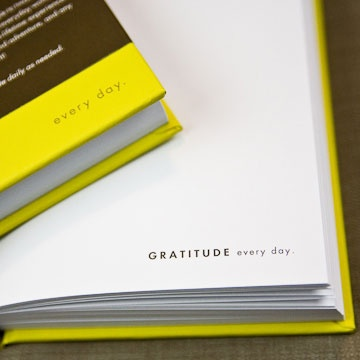 Gratitude journal...might have to do this!Everyday Gratitude, Ideas Places, Records Moments, Crafts Ideas, Friends, Gift Ideas, Moments Savor, Gratitude Journals Might, Everyday Gift