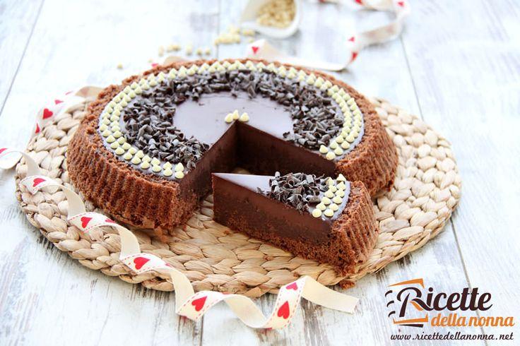 La torta Lindt è un dolce molto bello da vedere e ideale per gli amanti del cioccolato. E' stata chiamata Lindt, ma si sarebbe potuta chiamare anche Perugina o Novi. Provatela per un compleanno o per un'occasione normale non vi deluderà. Preparazione Iniziate preparando la base della torta: fate fondere in un pentolino a fuoco […]