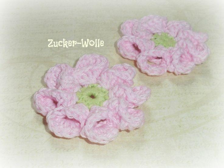 Häkelapplikationen - Häkelblumen Blumen gehäkelt 2 Stück rosa apfelgrün - ein Designerstück von Zucker-Wolle bei DaWanda