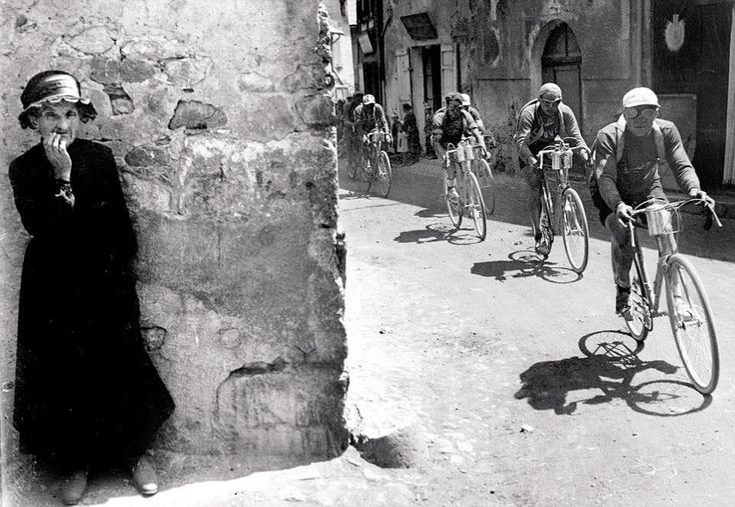 Henri Cartier-Bresson. La Tour de France, 1928. Mi capirete, lo so.