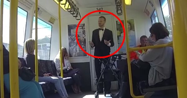 One Guy Decided To Start A Random Dance Party On A Train. This Commute ROCKS. - http://fumy.in/1d