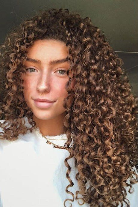Hair Color Trends That Ll Make 2018 Absolutely Brilliant For Brunettes Hazelnut