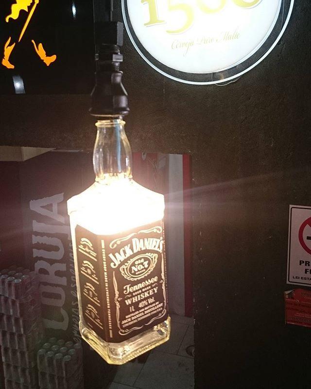 Nosso pendente, curtiu? Clica aqui então  https://produto.mercadolivre.com.br/MLB-821616549-pendente-com-garrafa-original-de-jack-daniels-1l-_JM  #jackdaniels #pendentejackdaniels #decoracaoindustrial #decoracaovintage #bar #decoracaodebar #pub #churrasqueira #amigos #churrasco
