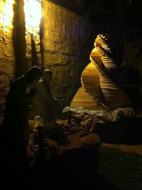 Mi creacion...  Arbol de navidad en madera reciclada, formato mediano.
