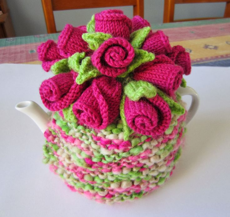 Rosebud tea cozy http://justjen-knitsandstitches.blogspot.com.au/p/my-free-tea-cosy-patterns-and-other.html