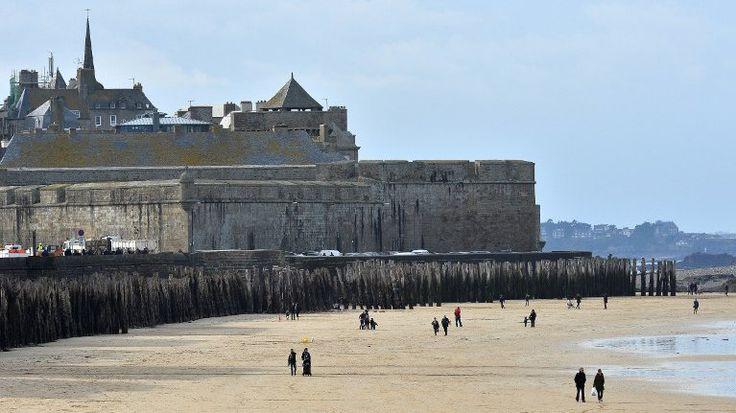 """Les remparts de Saint-Malo, """"Monument préféré des Français"""" ? - France 3 Bretagne"""