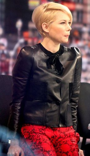 A nice side view of the asymmetrical pixie I want #michellewilliams