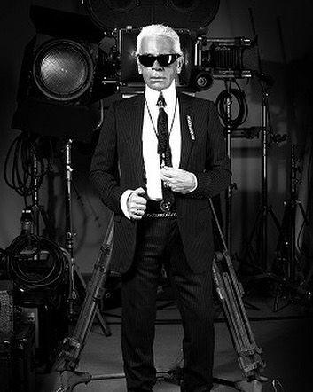 #Hoje #Estreia #Cinema  CONFISSÕES DE LAGERFELD - 20H30 - COM LEGENDA Fascinado pelo célebre costureiro de óculos escuros Rodolphe Marconi abre uma janela sobre o dia a dia de Karl Lagerfeld: a preparação de uma roupa as entrevistas seu trabalho como fotógrafo como pintor sua livraria de arte Chanel Fendi Lagerfeld Gallery as estrelas as mais lindas mulheres do mundo...