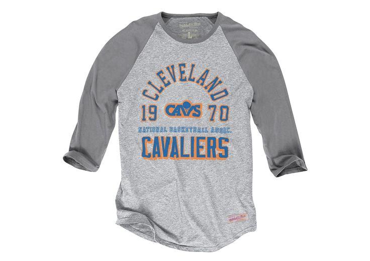 Team Established Raglan Cleveland Cavaliers - Mitchell & Ness