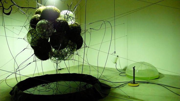 """Come cambia oggi il ruolo del museo di arte contemporanea? La pratica delle """"mostre"""" mantiene centralità, oppure sono più importanti processi di formazione? Come possiamo definire i suoi possibili ..."""