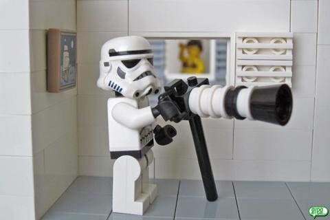 It's a super telephoto LEGO lens (by Freepouille)