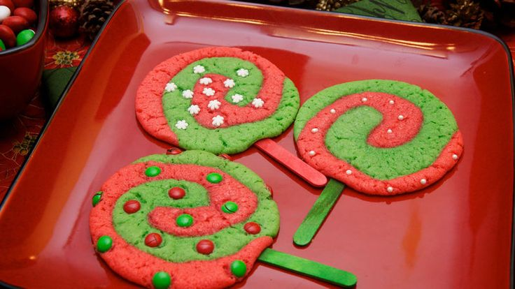 Christmas Lollipop Cookies combine the best of two worlds into one delectable treat that kids love to make and eat.