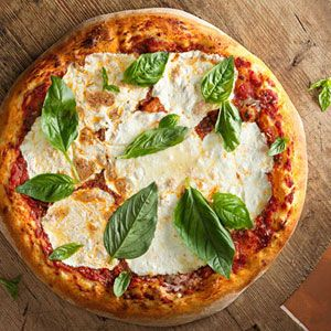 Classic Margherita Pizza >> Quite possibly the best thing to eat. EVER!