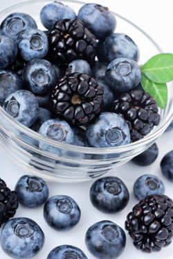 Blueberries, blackberries, and blackcurrant have a potent anti-aging effect on your immune system! #AntiAging #berries #nutrition Read article>