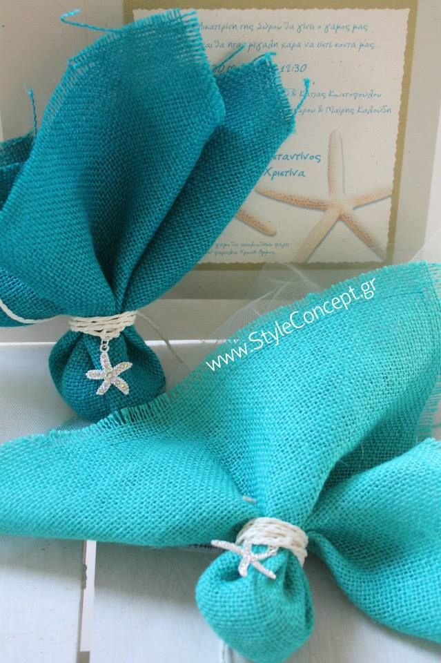 Burlap favors with starfish decor in shades of Tiffany's blue. Ideal for summer events.