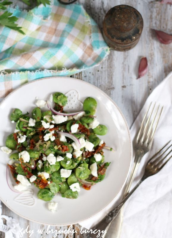 Sałatka z bobu i suszonych pomidorów