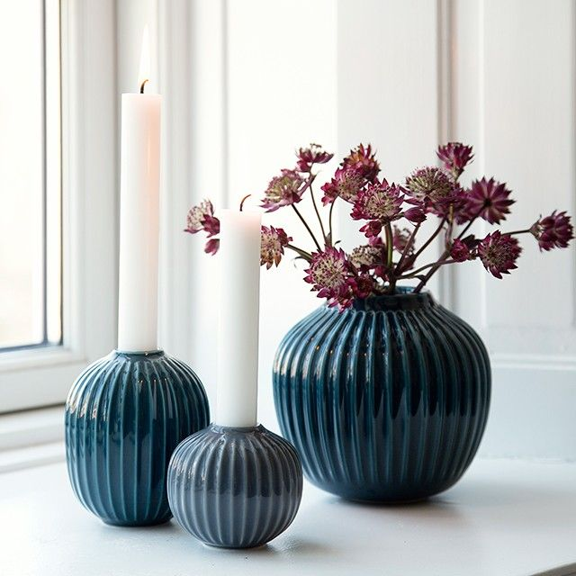 The wonderful medium vase from Kähler has a modern and stylish look that blends elegantly into any room of your home.