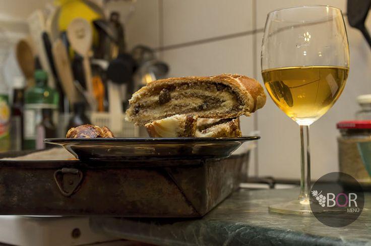 Kellemes karácsonyi ünnepeket és boldog új esztendőt kívánunk! Másokhoz hasonlóan a következő néhány napban mi is sütünk-főzünk. http://bor.menu/ (A legnépszerűbb étel eddig a diós bejgli volt szürkebaráttal! :)) Diósd itt: Pest megye