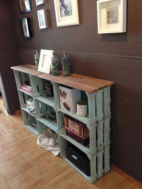 finest estanteria con cajas de fruta y listones de palets pintura acrlica betn de judea with estanterias hechas con palets - Estanterias Hechas Con Palets