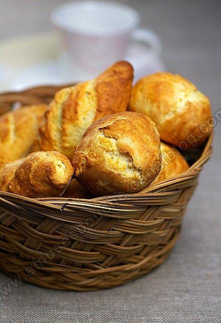 """Lorsque j'ai découvert les petits pains de Marie-pierre sur """"A mes nuits blanches"""" tous beaux et réalisés en 10 minutes, il fallait que j'essaie cette recette très vite. Je fais mon pain depuis très longtemps, j'ai commencé sans MAP et depuis au moins..."""