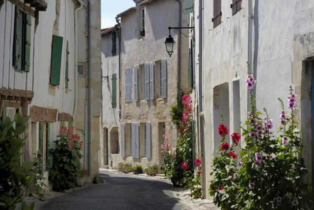 Take this great West France tour with a ferry trip and a one-way drive: A Tour of West France: The Highlights