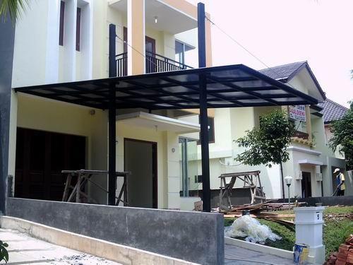 Kanopi rumah minimalis biasanya terbuat dari metal, besi atau stainless steel, tapi ada juga yang terbuat dari kayu