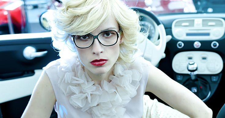 Wie gefällt Euch die Colibris Brille Frida, in dunkelbraun-milch? Brillen von Colibris für schmale Gesichter gibt es in großer Material (Acetat,Edelstahl) Form und Farb Auswahl bei der Augenweide in Köln.