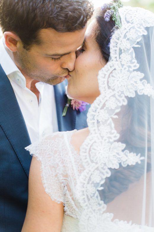 Prachtige bruid met Spaanse sluier