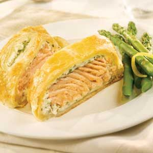 Salmon & Herb Strudel (salmon, cream cheese, herbs, wrapped in puff pastry)Seafoodfish Dishes, Puff Pastries Recipe Salmon, Elegant Strudel, Salmon Herbs, En Croute, Seafood Fish Dishes, Herbs Strudel, Salmon En, Cream Cheeses