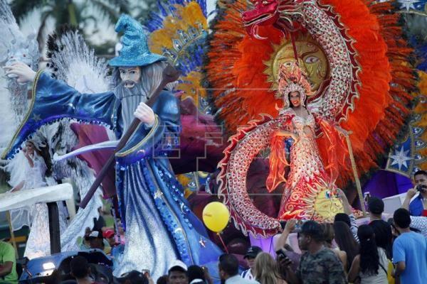 Panamá se sumerge durante cuatro días en agua, fiesta, desenfreno y música  ||  Panamá se sumerge desde hoy y hasta el próximo martes en un carrusel de agua, fiesta, desenfreno y música para celebrar los Carnavales, las fiestas populares más importantes del país. by zirigoza.eu https://www.efe.com/efe/america/cultura/panama-se-sumerge-durante-cuatro-dias-en-agua-fiesta-desenfreno-y-musica/20000009-3519995?utm_campaign=crowdfire&utm_content=crowdfire&utm_medium=social&utm_source=pinterest