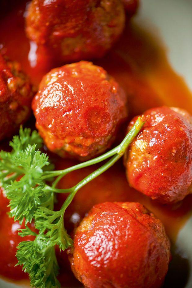 Frikadellen in tomatensaus - Recepten - Culinair - KnackWeekend Mobile