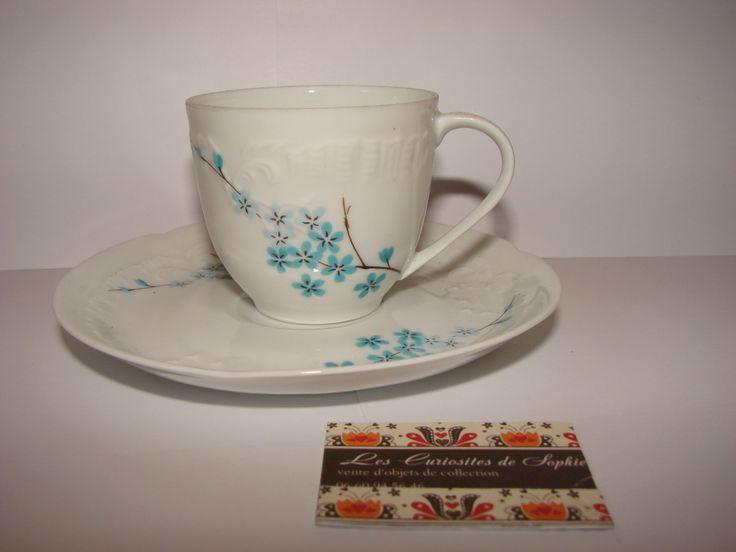 vintage 1 tasse & sous tasse café expresso Haute porcelaine Limoges France décor fleurettes bleues fond blanc  Cadeau Saint Valentin7X6.5 cm de la boutique CuriositesdeSophie sur Etsy