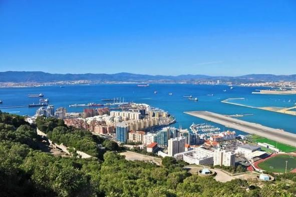 "Spain will not ""endanger"" the UK's Brexit deal by forcing a change of Gibraltar's status, its foreign minister has said. ""I won't make a deal between the EU and the UK conditional on recovering sovereignty over Gibraltar,"" Alfonso Dastis told Spanish conservative daily ABC."